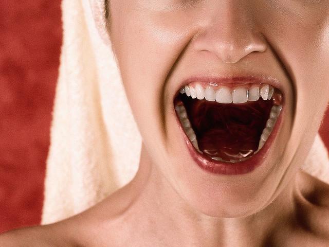 Nous ne mâchons plus suffisamment nos aliments... et cela détériore nos dents