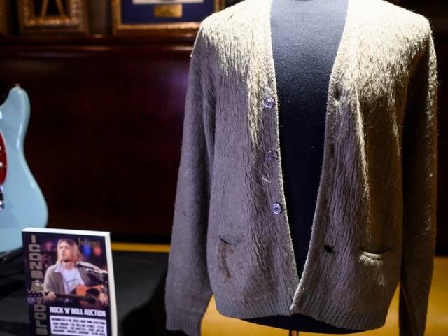 Un gilet en laine ayant appartenu à Kurt Cobain, le leader de Nirvana, mis aux enchères