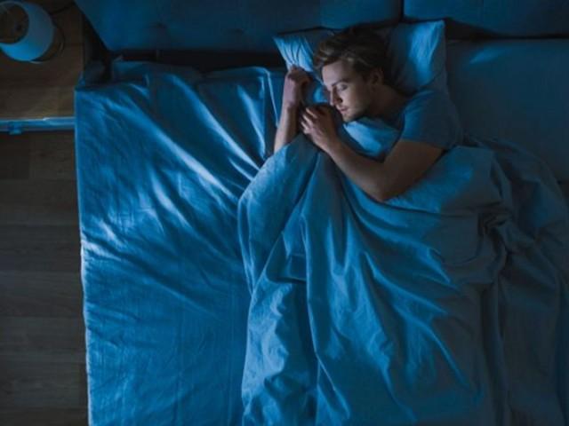 Vous vous réveillez toutes les nuits à la même heure? Voici pourquoi.