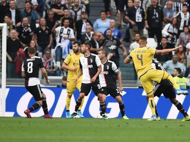 L'action incroyable de Veloso avec Verone qui a failli priver la Juventus de la tête de la Série A (vidéo)