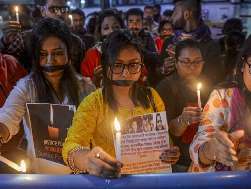 L'Inde révulsée par un nouveau cas de viol collectif: 4 hommes arrêtés pour avoir enlevé, agressé et tué une jeune femme