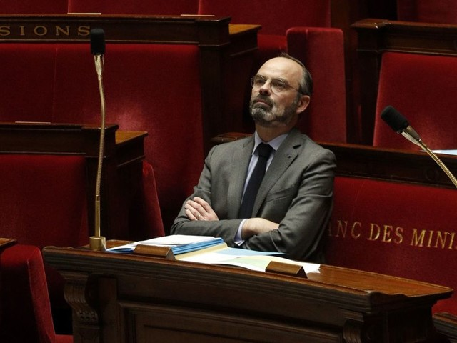 """Coronavirus: le gouvernement ne dit pas """"toute la vérité"""" pour 71% des Français - SONDAGE EXCLUSIF"""