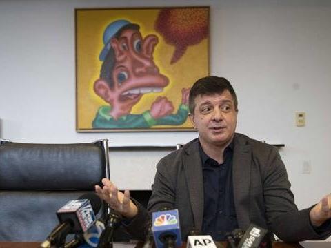 Etats-Unis: L'artiste qui a mangé une banane à 12.000 dollars dans un musée a «attendu d'avoir faim» et se dit fier de lui