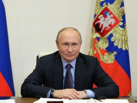 Poutine promet aux Russes des milliards de roubles avant les législatives