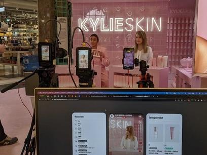 La plateforme conversationnelle iAdvize investit dans le « Live Shopping »