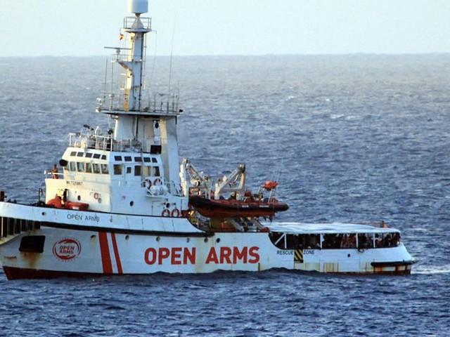 27 migrants mineurs autorisés à débarquer de Open Arms sur l'île de Lampedusa en Italie