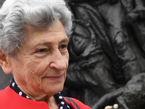 """Krystyna, seule survivante de sa famille dans le ghetto de Varsovie, témoigne: """"Tant qu'on raconte leur histoire, ils sont toujours en vie"""""""