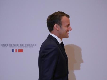 Macron retourne sur les routes pour déminer les tensions sociales
