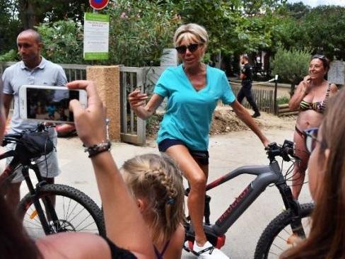 Brigitte Macron évoque les vacances studieuses du président de la République au fort de Brégançon