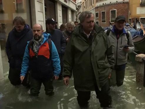 """""""Des acqua altas aussi fréquentes, ce n'est jamais arrivé"""": nouveau pic de marée haute à Venise, la place Saint-Marc fermée plusieurs heures"""