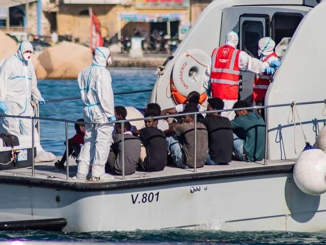 À contrecoeur, Matteo Salvini autorise le débarquement de 27 migrants mineurs à Lampedusa