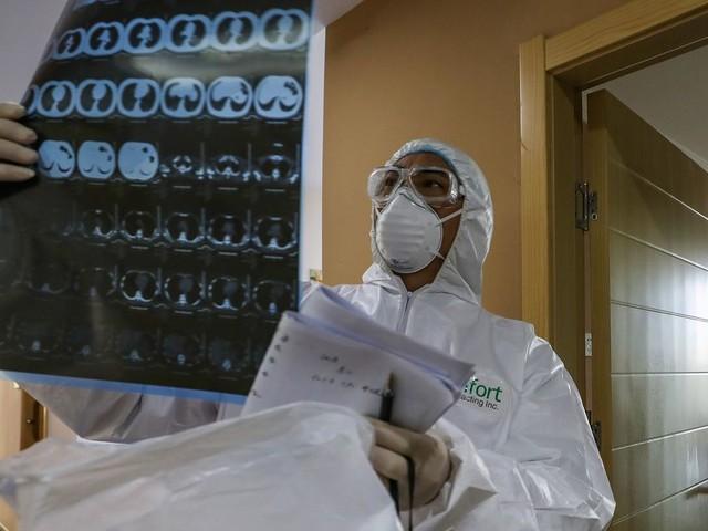 Coronavirus: 15.000 cas supplémentaires après une révision de la méthode de calcul