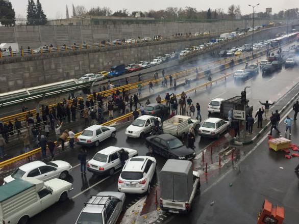 «Révolte du carburant» en Iran: le gouvernement «insiste sur un dialogue avec tout le monde»