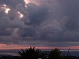 Un ciel couvert et de la chaleur