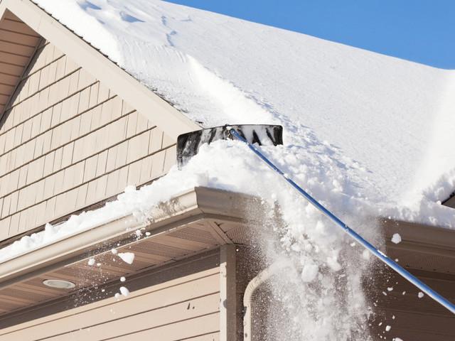 Les effondrements de toits sous le poids de la neige se multiplient au Québec