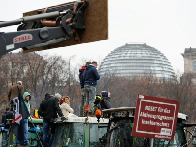 Des milliers d'agriculteurs manifestent à Berlin contre la politique environnementale