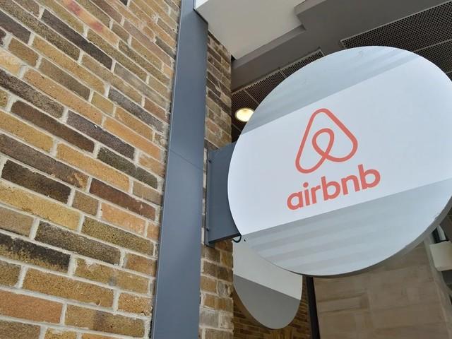 Airbnb double ses pertes… pour accélérer sa croissance