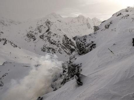 Hautes-Alpes : un skieur décède après avoir été emporté par une avalanche