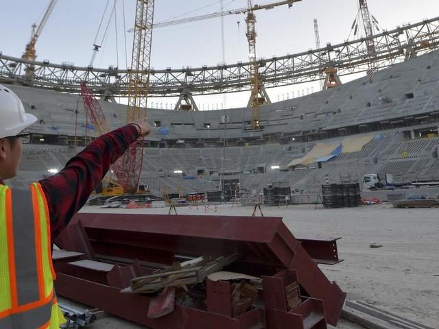 77 heures de travail par semaine, sanitaires insuffisants, rémunérations indignes…: nouvelle polémique liée à la Coupe du Monde au Qatar
