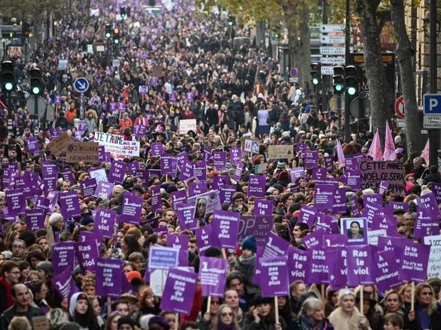 """Violences faites aux femmes : Sandrine Bonnaire témoigne, """"allez porter plainte tout de suite"""""""