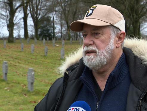 """Comme James, de nombreux Américains se rendent chaque année à Bastogne : """"J'ai peut-être de la famille éloignée dans ce cimetière"""""""