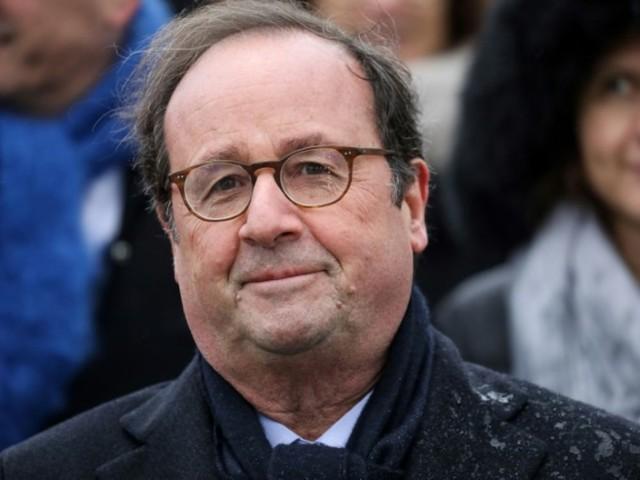 """Hollande: """"pas sain"""" que tout remonte au chef de l'État"""
