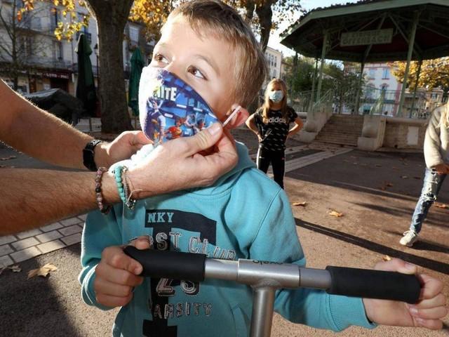 """Vaccination des enfants : """"Il faut observer pour voir si les enfants sont plus fréquemment affectés par ces nouveaux virus"""", selon le virologue Bruno Lina"""
