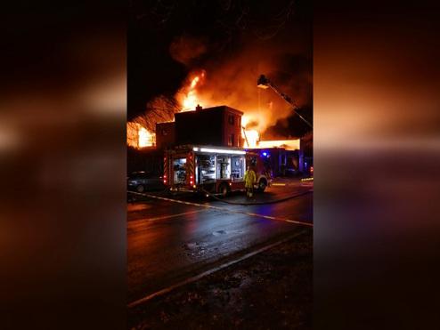 Impressionnant incendie à Herstal: un bâtiment complètement détruit