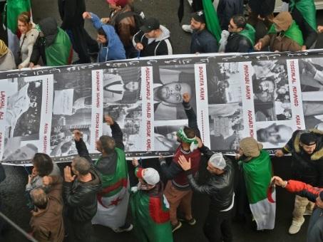 Algérie: manifestation massive contre la présidentielle à 48h de la campagne