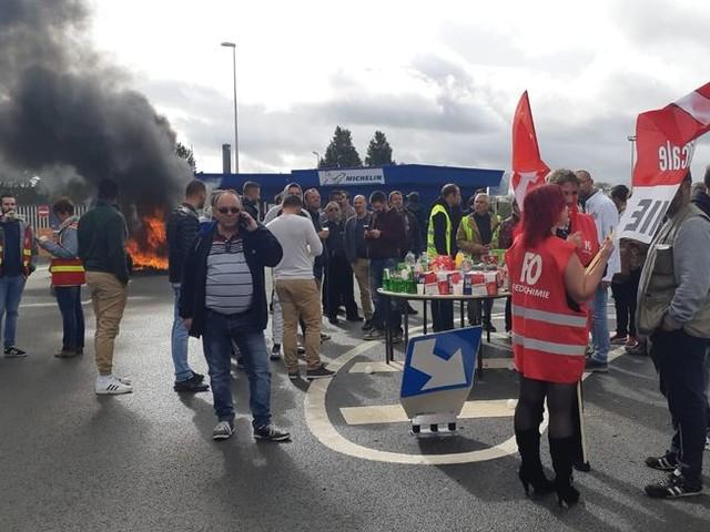 """""""Je suis dégoûté"""" fulmine Steve, salarié de l'usine Michelin de la Roche-sur-Yon qui fermera d'ici fin 2020"""