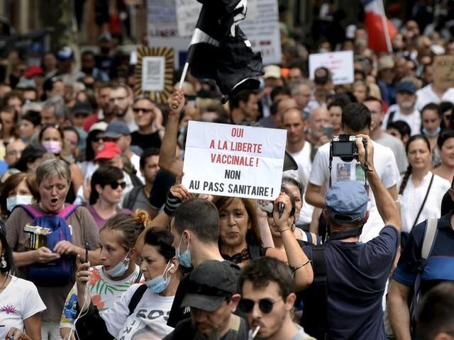 Toulouse : plus de 3500 personnes dans la rue ce samedi contre l'extension du pass sanitaire et la vaccination obligatoire pour certaines professions.