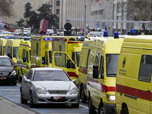 Bruxellois, préparez-vous à assister à un défilé de convois d'ambulances ce week-end, des centaines de patients transportés