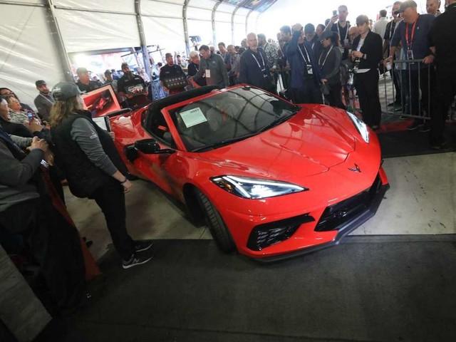 La première Corvette C8 vendue au prix d'une Bugatti Chiron