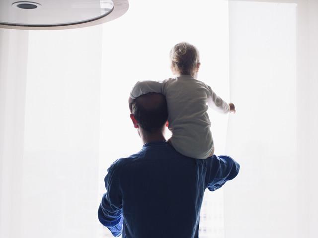 """Le congé paternité élargi à quatre semaines ? """"Ce rapport n'engage en rien le gouvernement"""""""