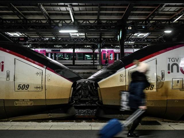 EN DIRECT - Réforme des retraites : 4.6% de grévistes à la SNCF ce vendredi matin