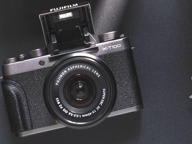 Fujifilm XT-200, un hybride ultra léger à l'électronique vitaminée