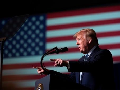 """Trump entretient le soutien """"extraordinaire"""" des chrétiens évangéliques"""