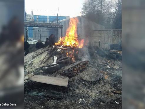 Leur usine va fermer: les salariés brûlent leur stock pour interpeller l'Etat français