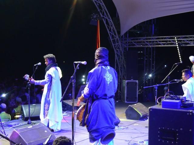 Plongée au coeur du festival Taragalte, sous les étoiles de M'hamid El Ghizlane (REPORTAGE)