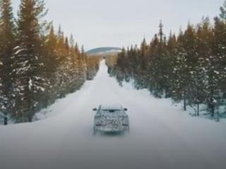 Lamborghini Urus : aussi à l'aise sur la neige que sur du sable ?
