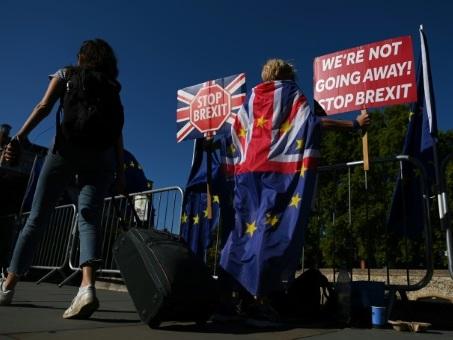 Des dizaines de manifestations contre la suspension du Parlement britannique