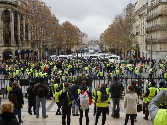 """""""Gilets jaunes"""" : un syndicat de police évoque 750 000 manifestants"""