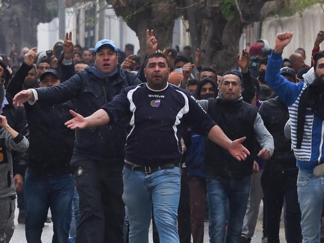 De nouveaux heurts ont éclaté mercredi soir dans plusieurs villes tunisiennes