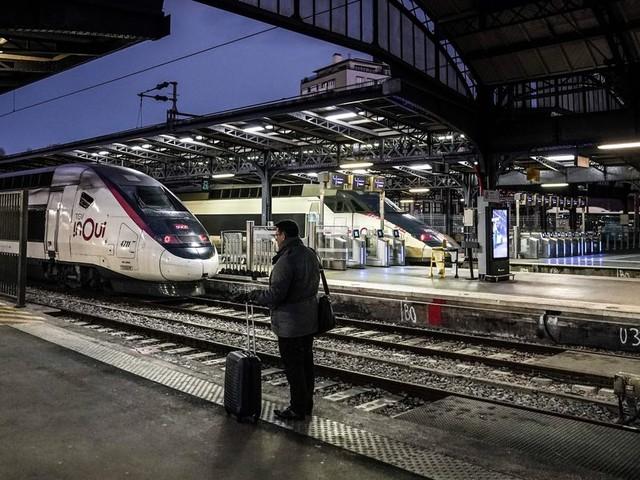 """Grève à la SNCF: les pistes pour """"sauver Noël"""" selon le JDD"""