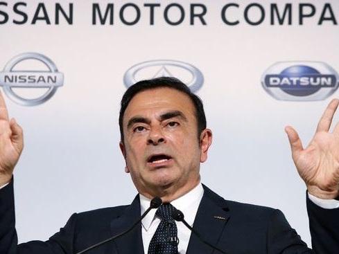 Nissan: Carlos Ghosn se met en retrait mais pas trop