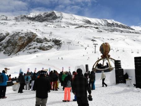 """L'Alpe d'Huez vibre au son de la musique électro de """"Tomorrowland"""""""