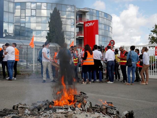 Les salariés d'Air France crient leur colère face au plan social