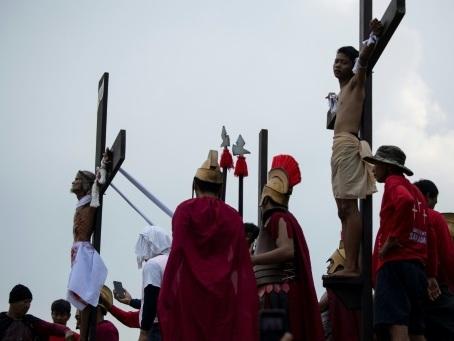 Vendredi saint, jour de crucifixion pour des jusqu'au-boutistes philippins