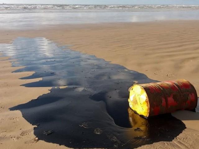 La mystérieuse marée noire s'étend vers le sud du Brésil