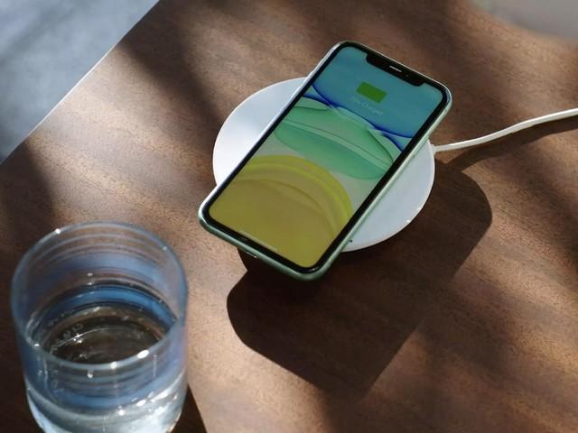 iPhone 12 : le chargeur MagSafe abîme les coques en cuir et les cartes de crédit